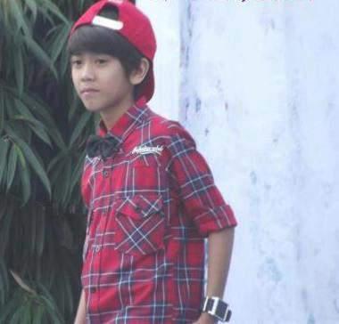 ini adalah Iqbaal D.R dia salah satu personil coboy junior, kalo memang dia keren kalo harus bilang WOW OKE :)