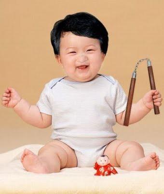 Percaya ga percaya Ini Foto Jackie Chan waktu masih bayi,,, w0w yeah,,,,, Soalnya Imut banget...