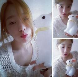 Taeyeon tampil super cute seperti boneka kelinci