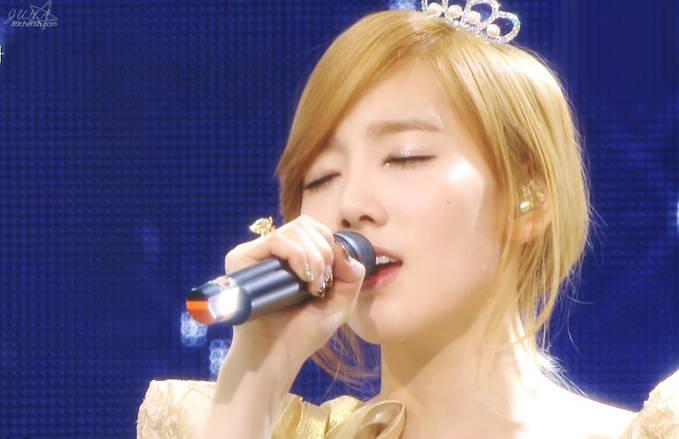 Foto Taeyeon SNSD saat menyanyi :)))