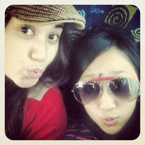 Kedekatan Vina Candrawati dan Sandrina Mazaya, Kaya Kakak dan Adik :-D Follow: @AndriRodiansyah