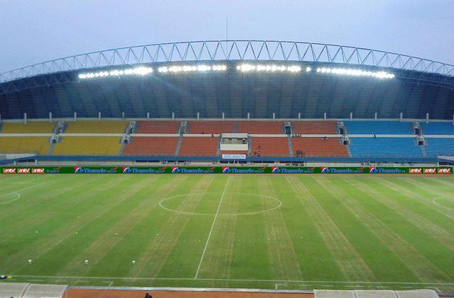 Waah ternyata Sriwijaya klub kaya juga, mulai musim depan E-Board ini akan dipakai permanen.. so klub Indonesia yg sdh mempunyai E-Board ada 2. yaitu Persib Bandung dan Sriwijaya FC