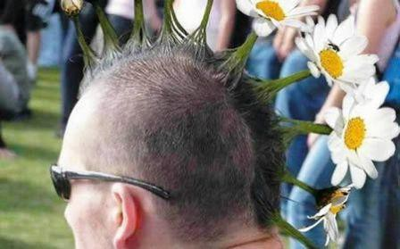 Model rambut seperti ini akan menjadi trend di zaman masa kini, cobalah :)
