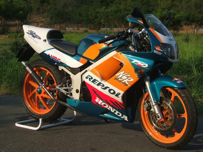 masih ingat tidak dengan motor ini ,, the legend 2 stroke honda 150 cc,, NSR 150 SP,, dengan power 39,5 hp @ 10.500 rpm,,,