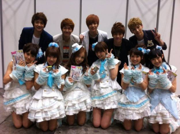 AKB48 with SHINee AKB48 : Acchan (Ex), Takamina, Tomochin, Mariko, Yuko, Mayuyu