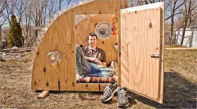 Rumah Mungil Portable dari Barang Bekas.. hebat ya ..