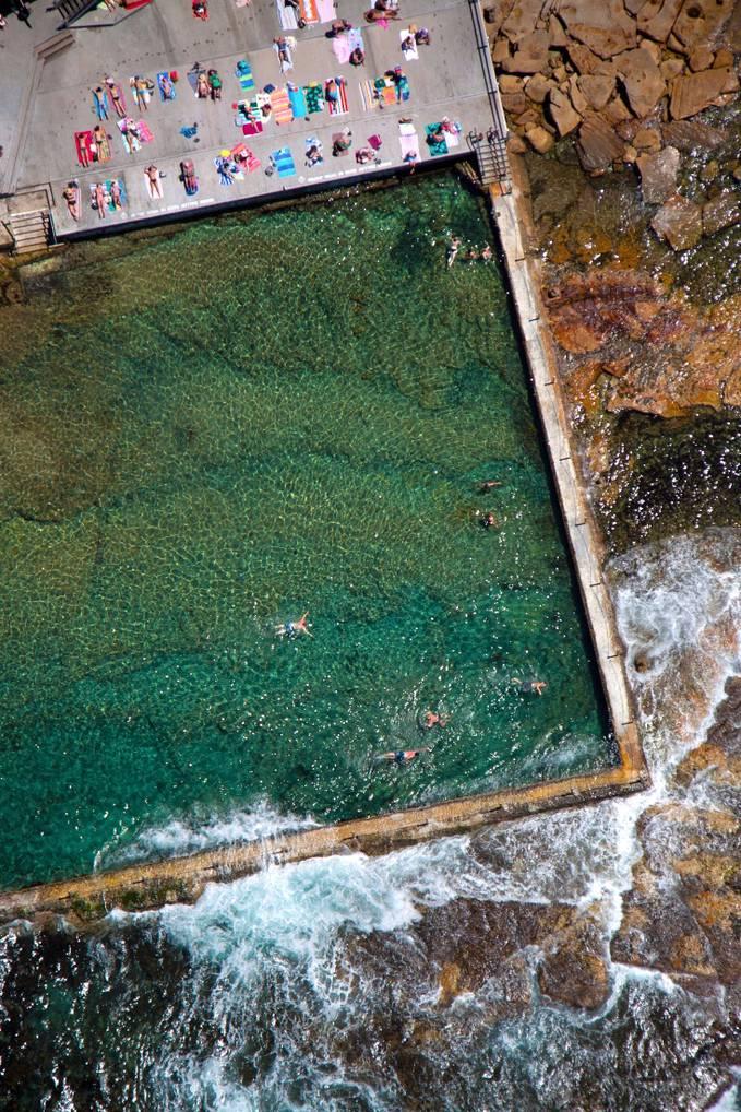 Aerial View : Berenang & Berjemur
