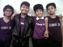 Coboy Junior beranggotakan Iqbaal (13), Teuku Ryzki (14), Bastian (13), dan Aldi (12)