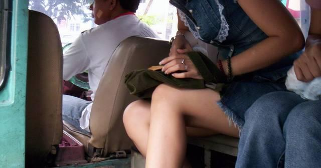 DI UGANDA PAKAI ROK MINI TERANCAM BUI 10 TAHUN.... (DI INDONESIA...?????)