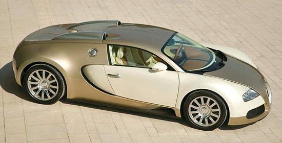 Bugatti Veyron Grand Sport Vitesse 2012. mencapai kecepatan 410 km/h, 255 mph. 0-62 mph, dalam 2.6 detik