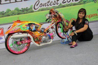 Pemenang HOCS 2013 - Jember : Racing Look Honda lovers ternyata ngga cuma laki-laki loh yang suka modifikasi motor :D Menurut mimin sih udah keren Nah gmn menurut Bro-Sis?