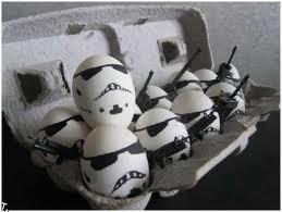 Siapa Yg bisa membuat kreasi telur seperti ini? mmm Kira-kira seperti Apa y keasi telur ini?.... Menurutku sperti kreasi Topeng dari permainan Gemscool Merk.!