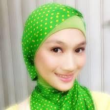 Ni foto MELODY Jkt48 Pake Jilbab. bersinar-sinar Mukanya . CANTIK gk? yg bilang Cantik WOW nya mana ?