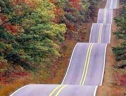 Jalannya unik banget..Naik-turun-naik-turun..Bisa Muntah juga tuh kalau ngelewati jalan itu Wownya ya :D