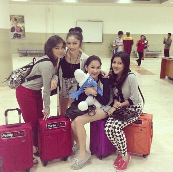 BLINK Lagi nunggu boarding di airport Lombok mau balik lagi ke Jekardah ^3^ Lombok 26 Mei 2013