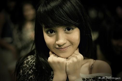uhh ,, gakk tahan , imut bangett :D #Nabilah Ratna Ayu Azalia itu nama gadis idola saya ini ;) yang setuju dia Imut Cantik Lucu Full talented KASI WOWnya Donk (y)