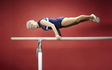 "Pesenam tertua adalah Johanna Quaas (b 20 November 1925, Jerman) yang, pada usia 86 tahun, merupakan pesaing reguler di kompetisi amatir Landes-Seniorenspiele, dipentaskan di Saxony, Jerman. Dia melakukan senam lantai dan balok pada set ""Lo Sho"