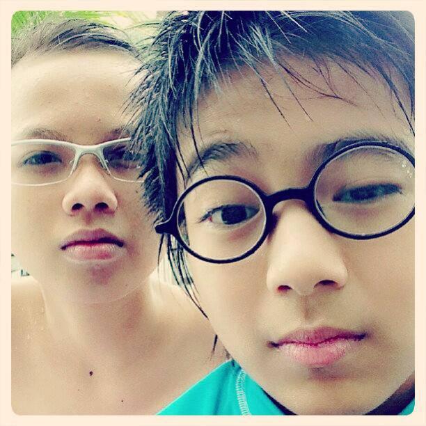 Brandon with Josua Pangaribuan :* Josua mukanya jangan kece dong, bisa2 pinsgsan ditempat :* Josua cakep ya abis berenang :D kalian pilih Josua apa Brandon ?? me : Josua :*