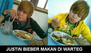 Hahahaha .... Jb makan di warteg WoW nya yaa .. :)