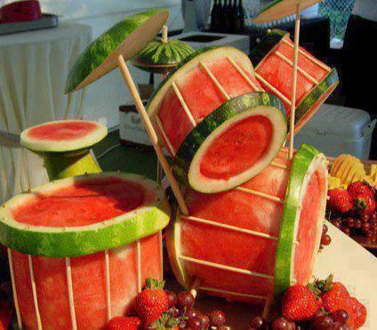 kreatif kan?? berpa wow,, buat drum dari semangka ini...?? for more www.pulsk.com/u/134585