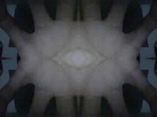 """sadarkah anda kalau telapak kita ternyata terdapat simbol illuminati saya iseng iseng foto"""" pakai aplikasi webcam max dan saya memfoto tangan saya dan saya melihat bentuk seperti mata di tlapak tgan saya"""