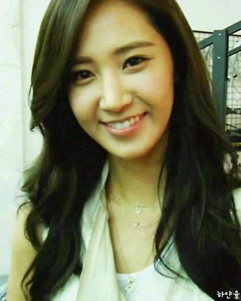 Kwon Yuri snsd cantik ya, walaupun tanpa make-up. ya gak?