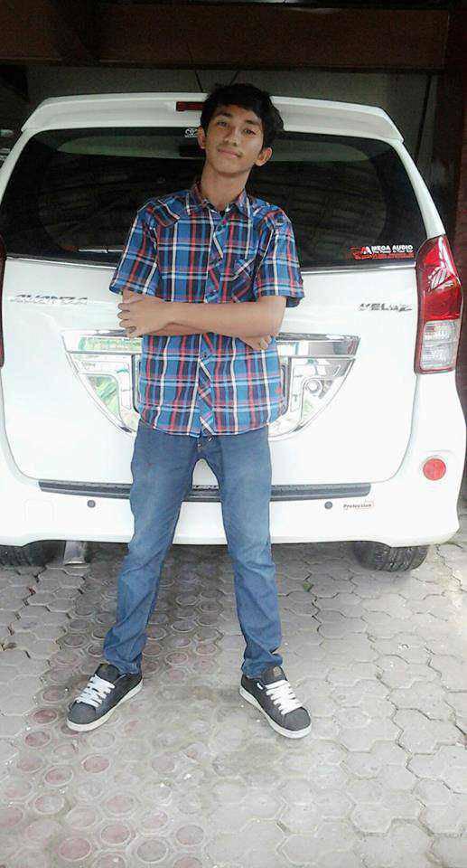 Nama:Joel Alexander Silitonga Medan,18 febuari 1998 1 SMA Minta kenalan aja :D