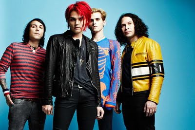 Fakta Unik My Chemical Romance 1. Pada awal pembentukannya, My Chemical Romance terdiri dari Gerard Way (vokalis), Mikey Way (bassist), Frank Iero (gitaris), Ray Toro (gitaris), dan Matt Pelissier (drummer). Sang drummer, Matt keluar dari My