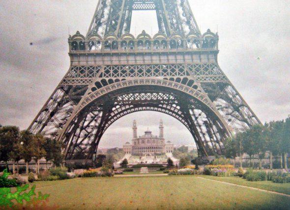 Foto ini adalah sebuah foto bewar yang langka. diambil pada sekitar tahun 1990 ,di Paris,Perancis. WOW