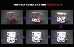 Mug ini bisa berubah warna dari warna hitam menjadi warna putih saat di isi menggunakan air panas