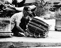 Kemurahan hati Seorang Pemulung - Kisah mengharukan tentang kehidupan seorang tukang sampah di Jakarta ini diceritakan oleh seorang kaskuser yang merupakan pegawai kantor di daerah sana. Sang tukang sampah tidak banyak bicara, namun perilaku b