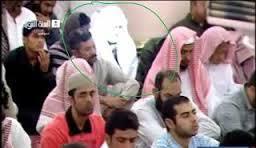 ini foto penampakan malaikat di masjidil Haram.. percaya atau tidak kembali pada anda ..