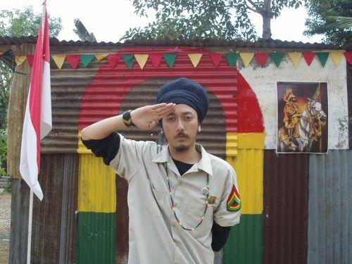ras muhammad,ya dia pejuang music reggae indonesia,dia jg di juluki reggae anbasador