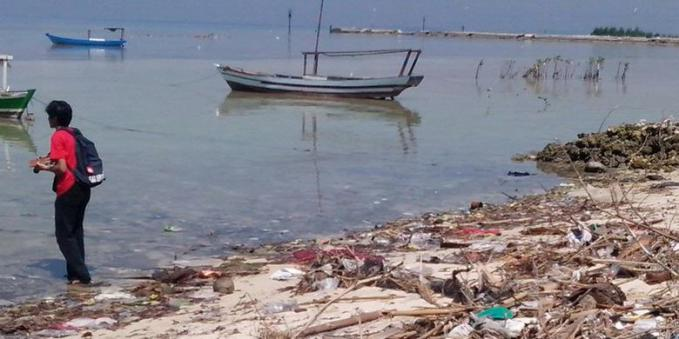 Buang Sampah ke Sungai Itu Warisan Zaman VOC