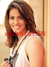 nyadar gak sih kalau cewek cantik ini pemain bulutangkis dari india??...cantik banget yahh :)
