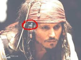 ternyata Jack Sparrow make produk adidas juga yah
