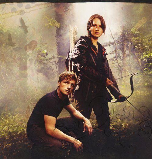 Katniss Everdeen and Peeta Melark.. Hunger Games... yang udh bca Trilogy.a Hunger Games ma udh nntn film.a WOW yha...!!!