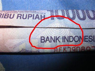 Ternyata Terdapat Simbol Iluminati Dan Mata Satu Dajjal di dalam uang Rp. 10.000 bila kita lipat.