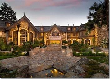 Rumah Joel Horowitz terletak pesisir Danau Tahoe. Rumah seluas 20.000 meter persegi. Rumah mewah selebriti amerika ini memiliki sebuah atrium dan bioskop yang memiliki 19 Kamar tidur mewah. Lahan sekitar rumah Joel Horowitz juga memiliki danau