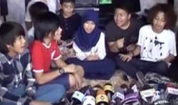 Jakarta - Anak-anak almarhum Ustad Jeffry Al Buchori didatangi Coboy Junior di kediam