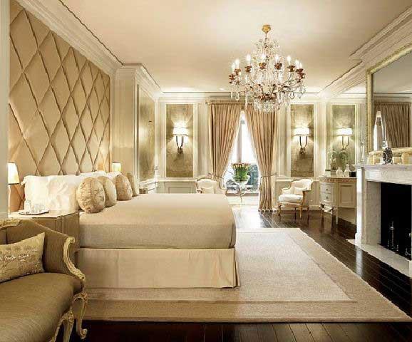 Buat kamu yang suka klasik Buat kamu pecinta klasik, kamu bisa padukan desain kamar kamu dengan warna serba putih. Kamu juga bisa mengaplikasikan warna yang senada untuk sprei, sarung bantal, guling, dan selimut.