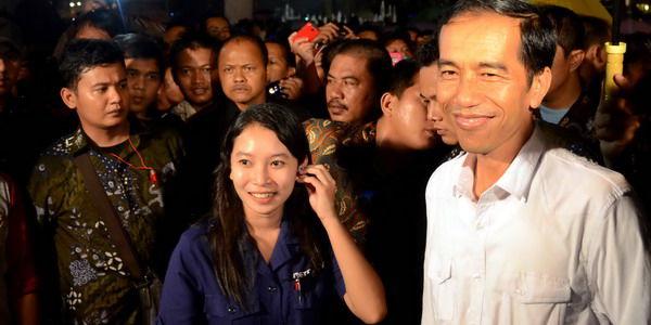Jokowi Diteriaki Calon Presiden oleh PKL Monas Seperti diketahui, nama Jokowi memang selalu masuk dalam bursa capres yang digelar oleh lembaga survei. Namun Jokowi berkali-kali menegaskan bahwa dirinya tidak berminat untuk menjadi capres