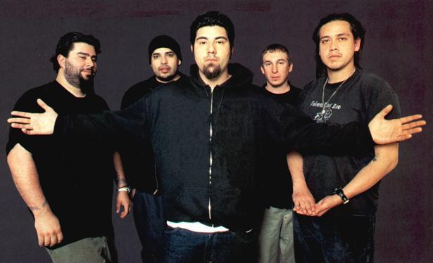 Band ini 2 kali konser di Indonesia. Mereka juga pernah kehilangan bassist yang mengalami kecelakaan. Sang vokalis pernah mengisi OST. The Raid bersama personel serbabisa Linkin Park, Mike Shinoda. Ada yg tau siapa mereka?