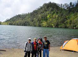 Bergaya Di Ranu Kumbolo :) Ranukumbolo = Danau di tengah pegunungan