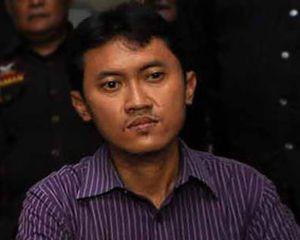 Arya Wiguna Dilaporkan Dewi Sanca ke Polisi Dewi Sanca yg melaporkan Arya wiguna ke Polda Metro Jaya, atas tuduhan pelecehan seksual & perbuatan tdk menyenangkan.Dewi mengaku diajak untuk berhubungan Intim. Inilah Nasib arya yang gila wanita