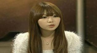 """Namanya Ji Hyun Ji (20)Wanita korea ini sudah 10 tahun tidak pernah gosok gigi, """"Saya tidak mengerti kenapa orang-orang rajin menyikat giginya, seperti orang lain perduli terhadap apa yang ada di dalam mulutnya,"""" ujar Ji. cantik2 banyak jigong"""