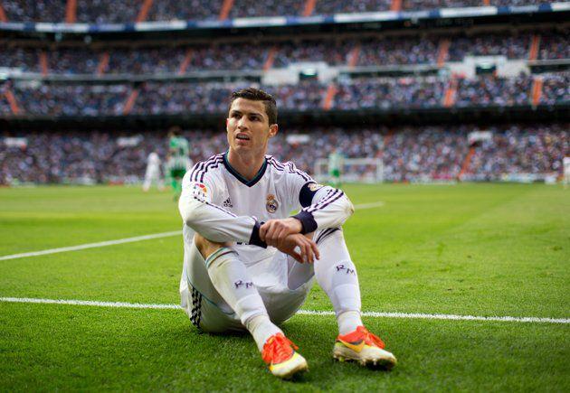 CEK = http://id.olahraga.yahoo.com/foto/para-pemain-yang-paling-sering-dibicarakan-di-bursa-transfer-slideshow/
