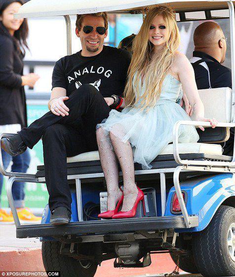 semoga hidupmu bahagia Avril, si bunga metalpop... Terlihat cantik di saat muda dan sekarang pun masih begitu...