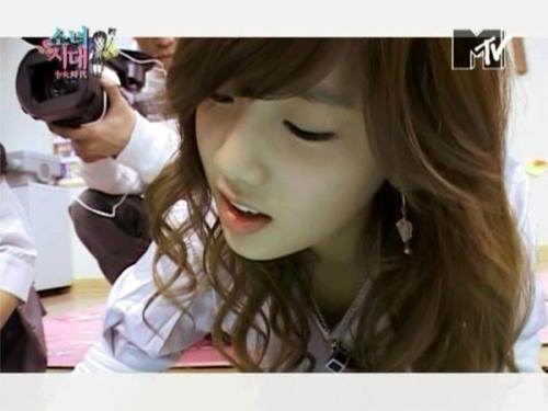 wah Taeyeon SNSD cute bgt ya wownya dong :D