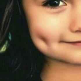aduuuhh..lesung pipitnya.. :D